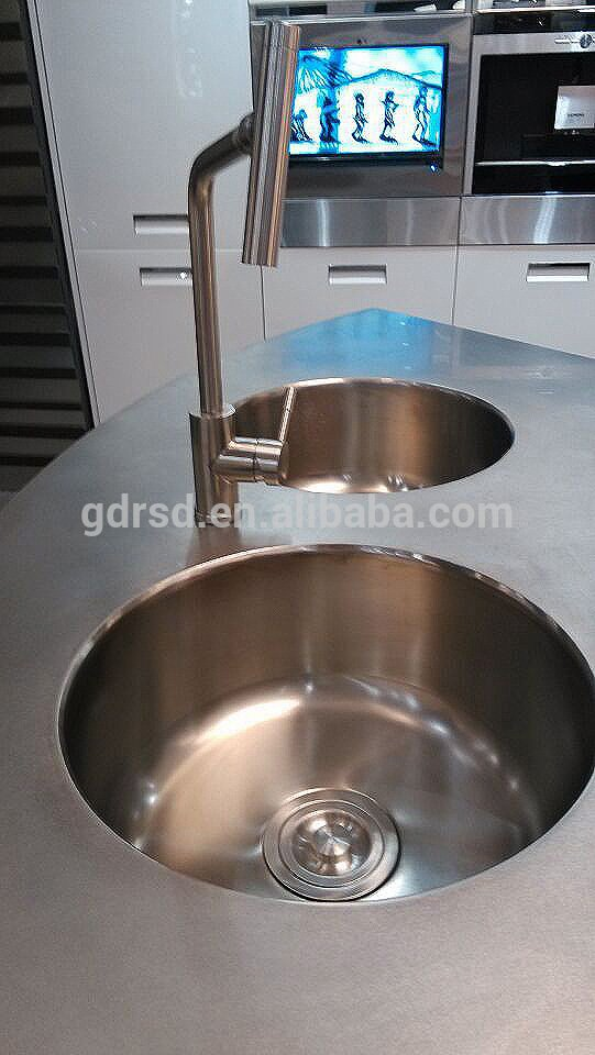 X006 BurjAl - Villa Open Kitchen Stainless Steel Round Island
